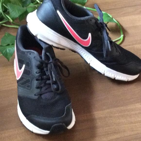 Swoosh Poshmark With Shoes Black Pink Sneakers Nike xqIYRzx